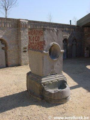 steen van merkem in crypte ijzertoren